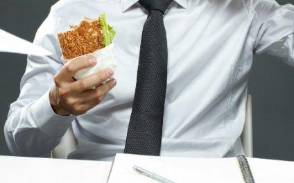 Why you should stop eating lunch at your desk