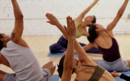 5 things you should never do at a yoga class
