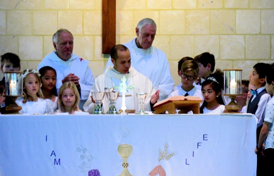 Eucharist Gallery (13)