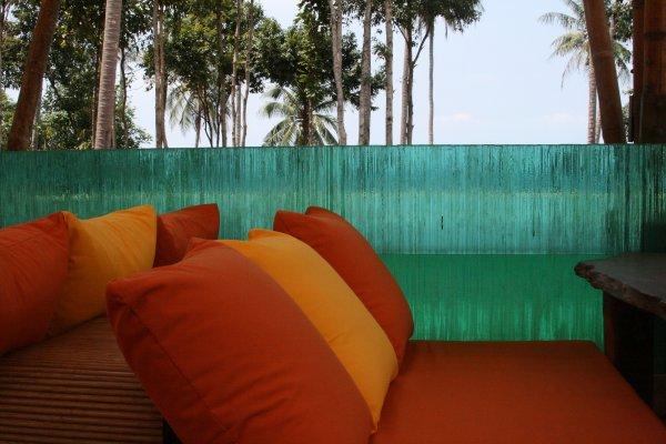 glass-sunken-bar-longe-detail-six-senses-soneva-kiri-resort