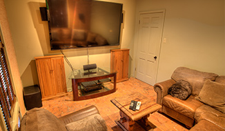 tv-view_titile-mainhouse_gameroom-center