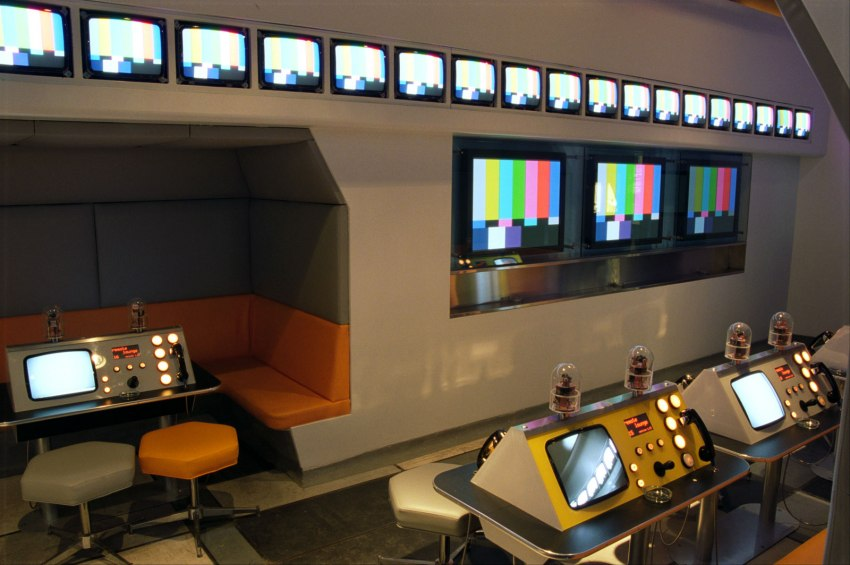 "All the monitors were cheap ""cable ready"" consumer TV sets. A system of infrared LEDs sent commands to each one to select the channel."