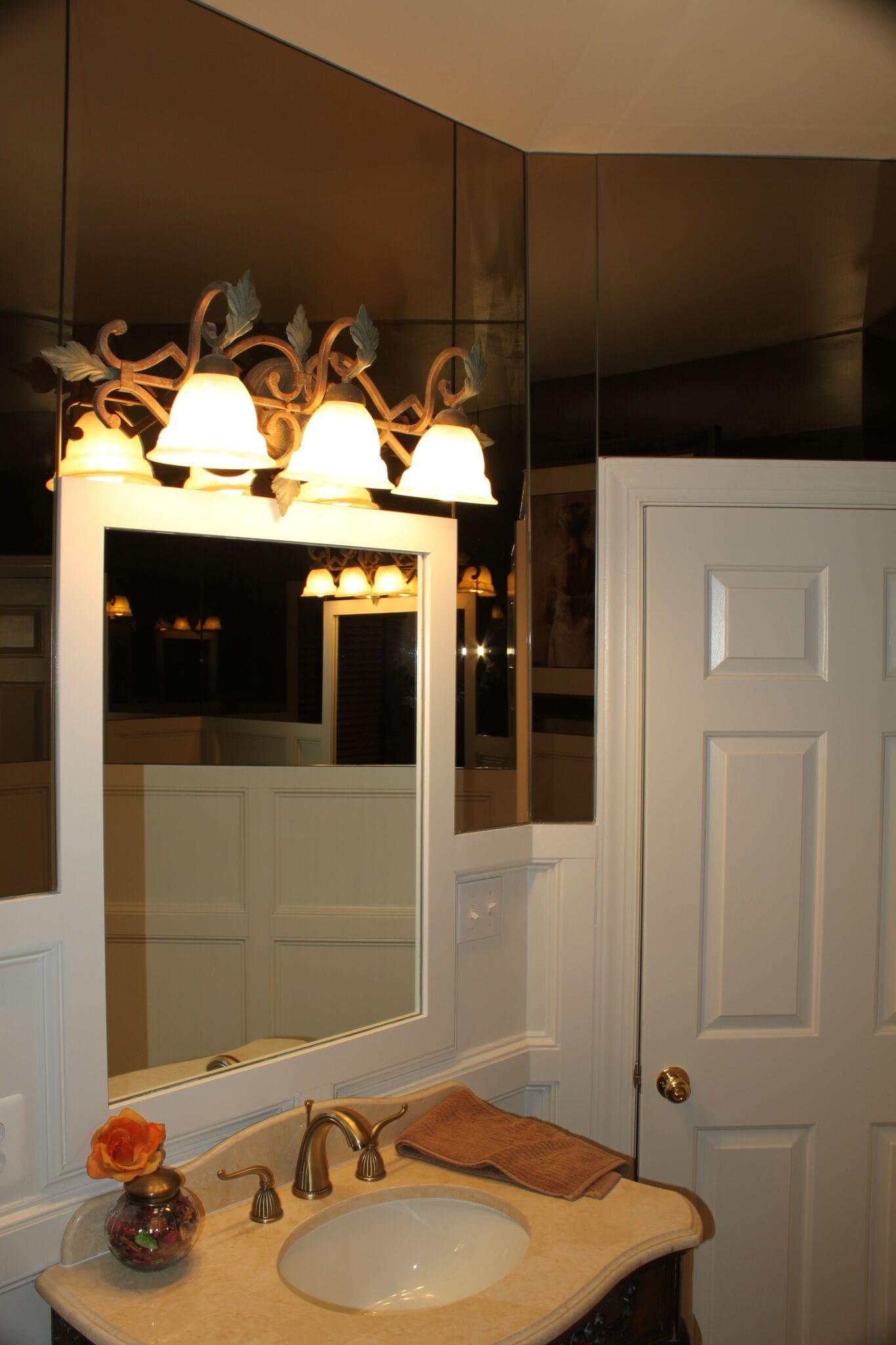 Mirrored Powder Room 3.2-min