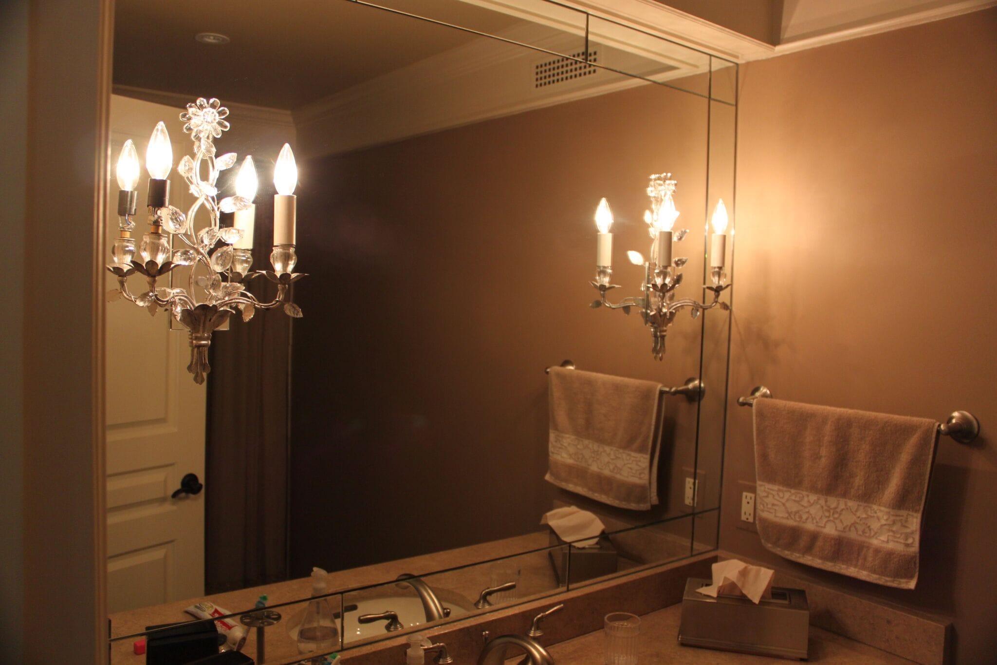 Vanity Mirror w. Light cutout 2-min