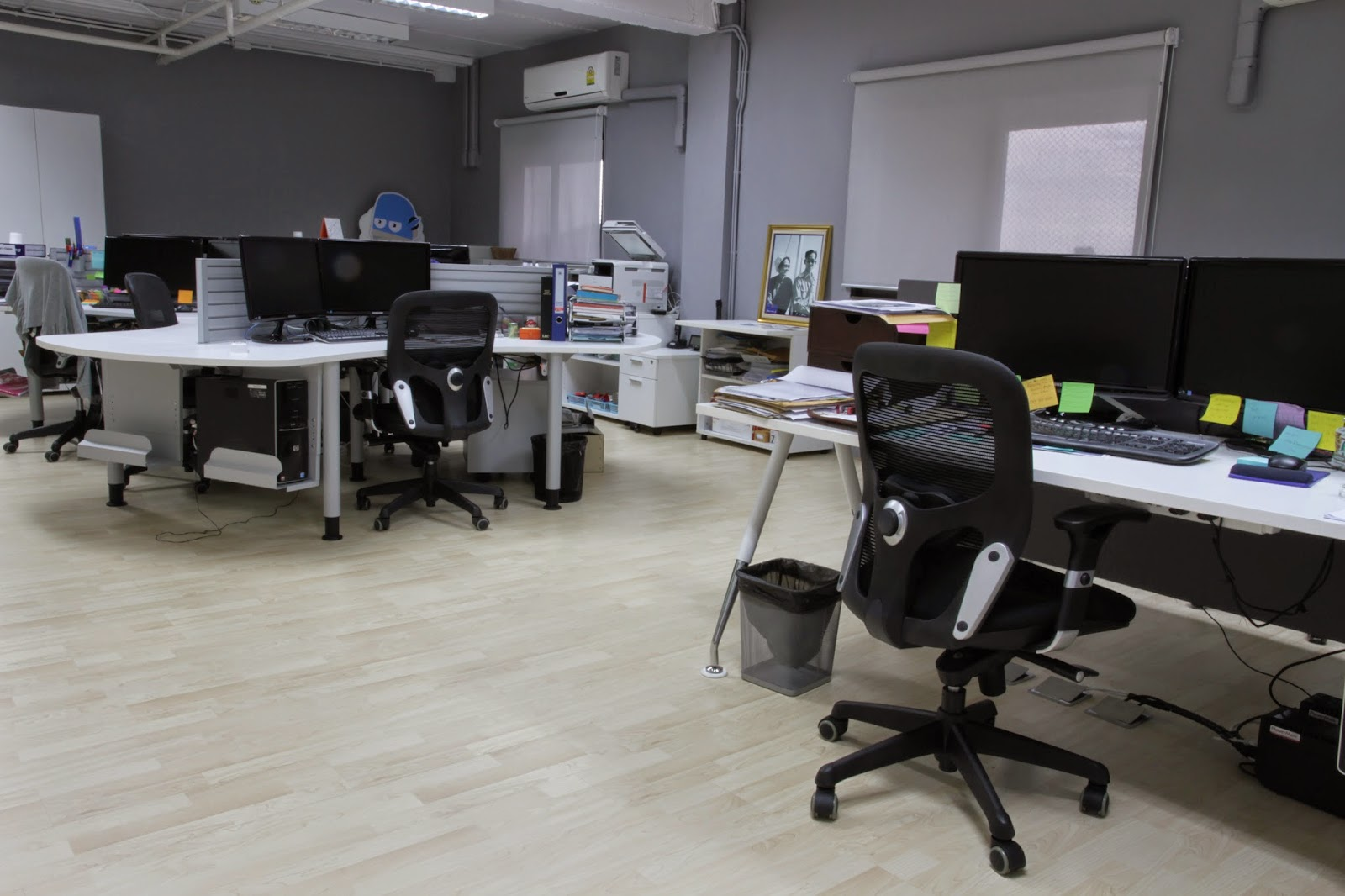 Pronto-Gray-work-area